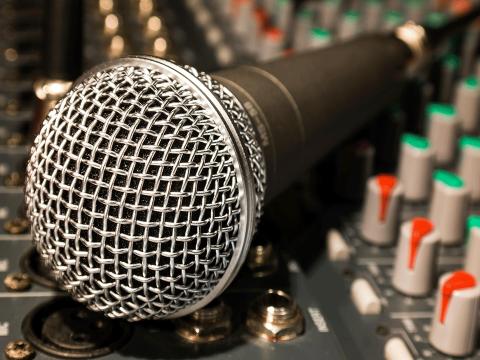 microphone-626618_1920